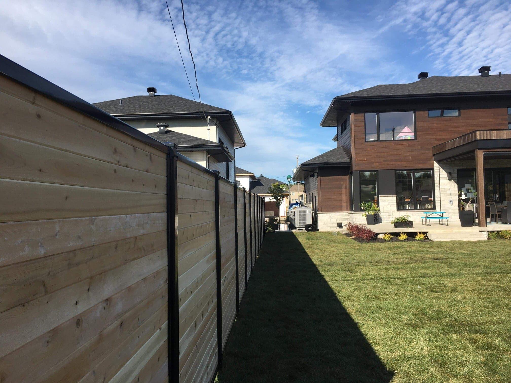 clôture en bois vertical