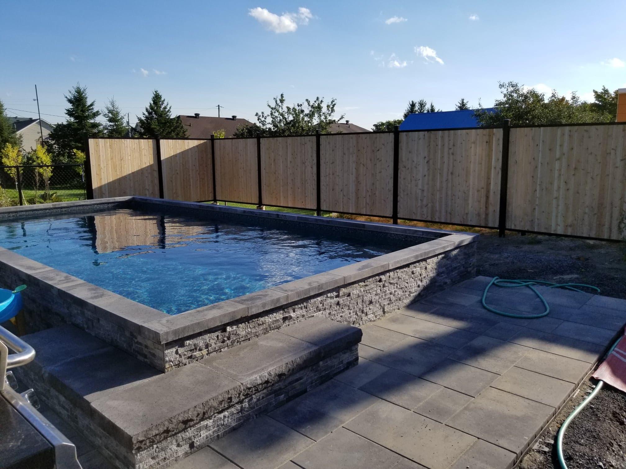 Clôture en bois pour piscine